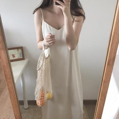 暢貨出清MOCO性感V領細肩帶可調絲質背心洋裝
