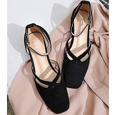 KEITH-WILL時尚鞋館 名媛必備話題單品一字扣粗跟鞋-黑色