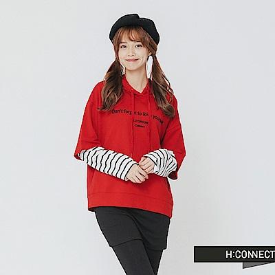 H:CONNECT 韓國品牌 女裝-假兩件條紋拼接帽T-紅