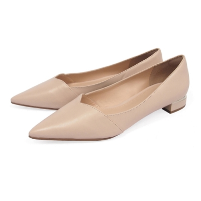 Tino Bellini巴西進口V口造型尖楦低跟鞋_米杏