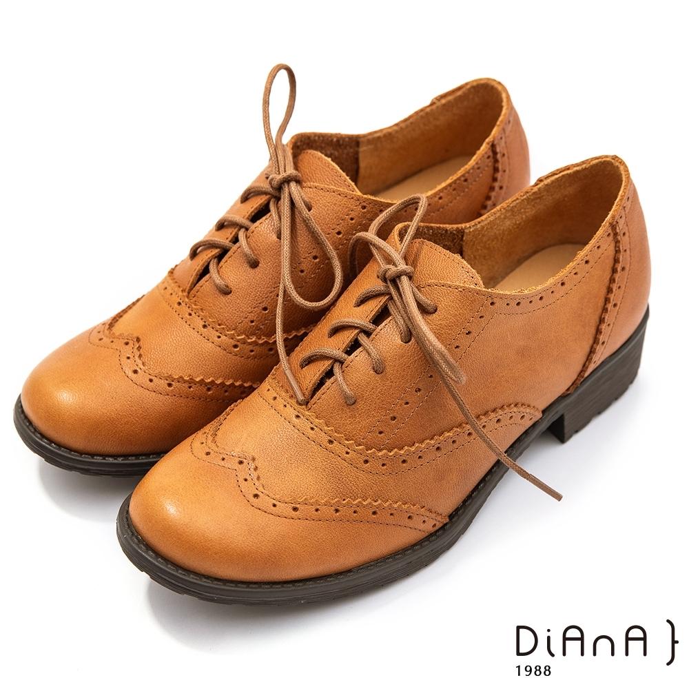 DIANA 3 cm質感牛皮雕花綁帶低跟牛津鞋–漫步雲端焦糖美人–榛果棕