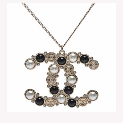 CHANEL 經典雙C LOGO黑/白圓珠鑲飾造型項鍊(金)