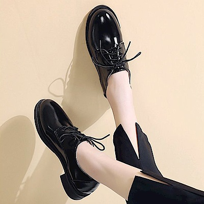韓國KW美鞋館 時尚元素星圖綁帶休閒鞋-黑色