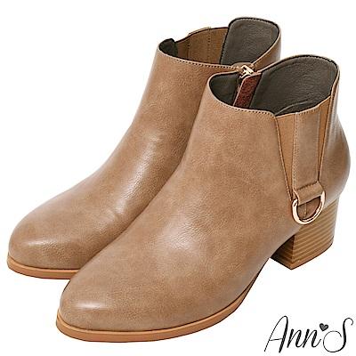 Ann'S基礎入門-側邊雙V銀綴環低跟粗跟短靴-卡其