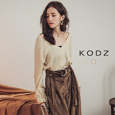 東京著衣-KODZ 輕甜率性縮袖綁帶大V領針織上衣-S.M.L(共一色)