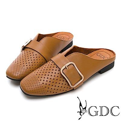GDC-真皮沖孔方扣舒適低跟穆勒拖鞋-棕色