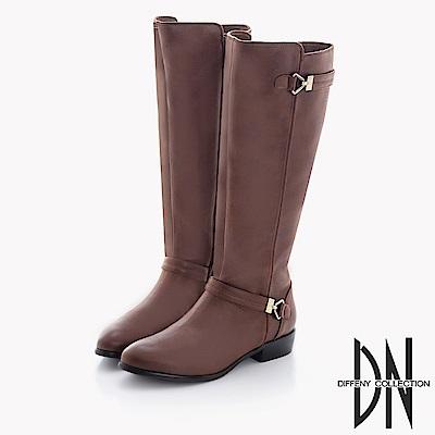 DN 完美線條 質感仿舊雙金屬飾扣中長靴-深棕