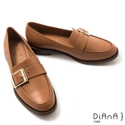 DIANA 3cm質感牛皮寬皮帶釦方尖頭低跟樂福鞋-漫步雲端焦糖美人–榛果棕