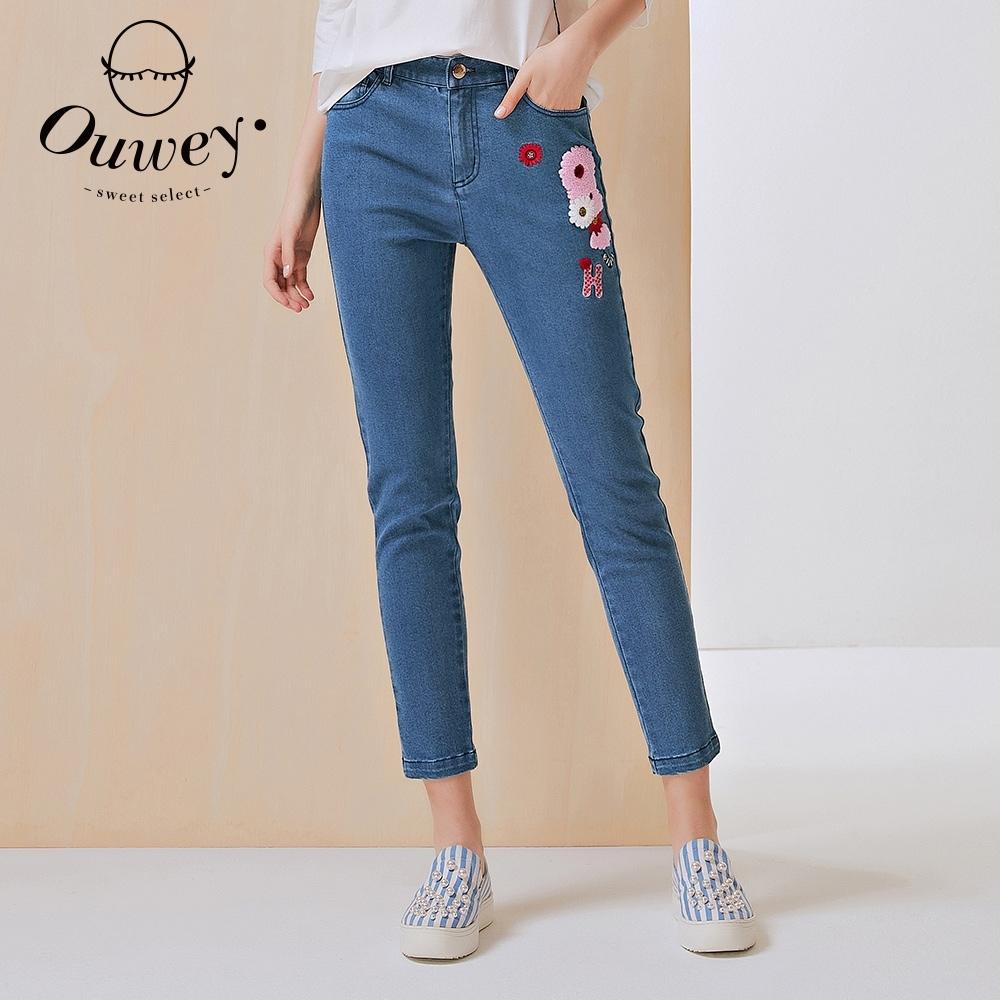 OUWEY歐薇 俏麗花朵貼布刺繡窄管牛仔褲(藍)3212398603