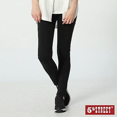 5th STREET 顯瘦伸縮窄直筒牛仔褲-女-黑色