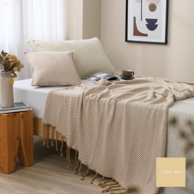 Cozy inn 極簡人字紋流蘇萬用針織毯-卡其