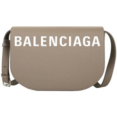 BALENCIAGA VILLE DAY 品牌字母壓紋小牛皮斜背馬鞍包(大/棕色)