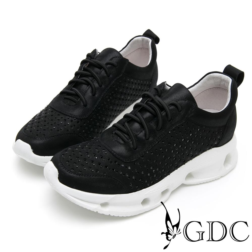 GDC-真皮運動風未來感亮面沖孔舒適休閒鞋-黑色