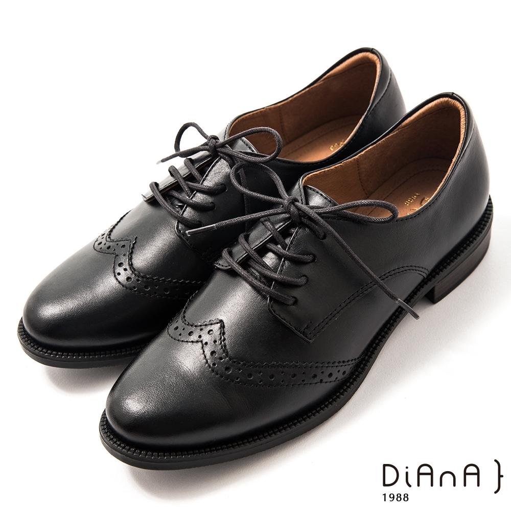 DIANA 3cm 擦色牛皮雕花率性圓尖頭綁帶牛津鞋–漫步雲端焦糖美人-黑糖黑