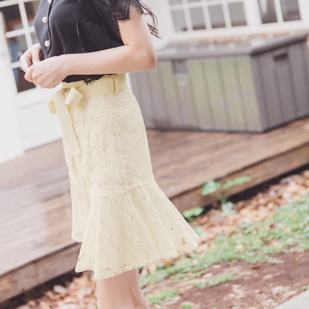 氣質蕾絲雕花魚尾短裙-附綁帶-OB大尺碼