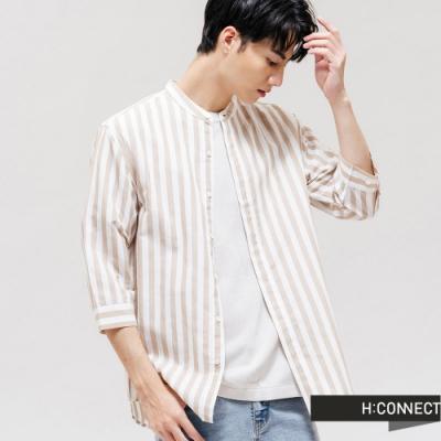 H:CONNECT 韓國品牌 男裝 - 圓領排釦棉麻直條紋襯衫 - 卡其