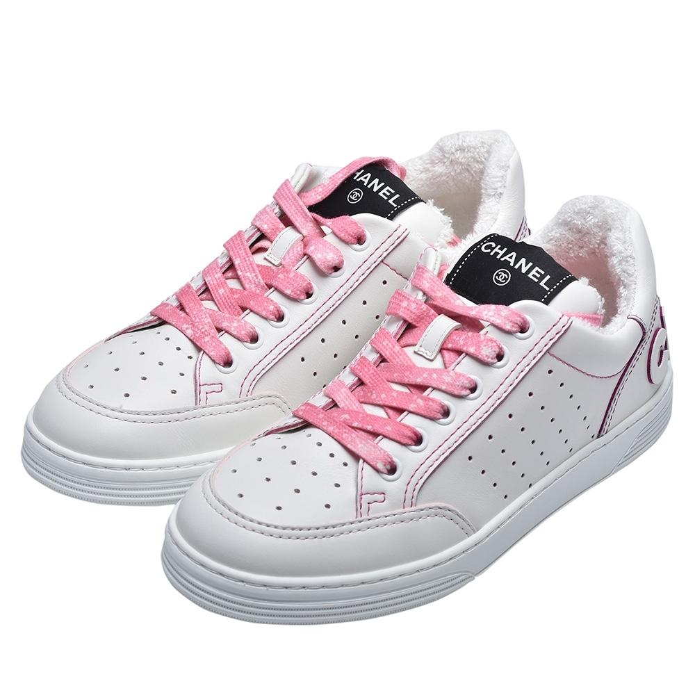 CHANEL 品牌字母標誌粉色縫線小牛皮運動鞋(白/粉)