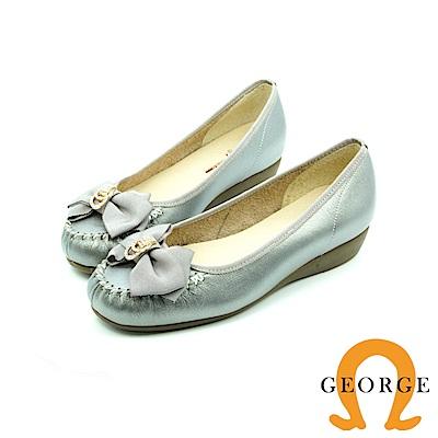 【GEORGE 喬治皮鞋】都會休閒 金屬扣蝴胡蝶結平底鞋娃娃鞋-銀