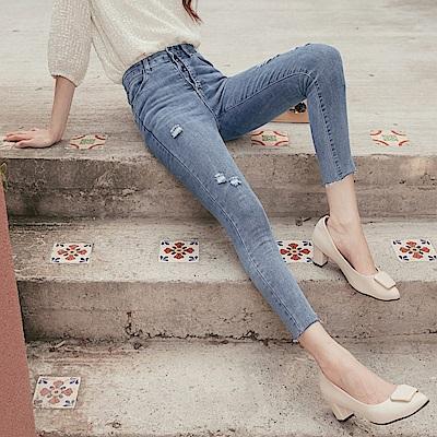 彈性造型剪裁排釦 刷破不收邊窄管牛仔褲-OB嚴選