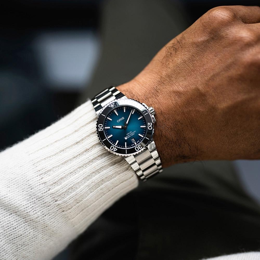 Oris豪利時 Aquis 時間之海漸層藍300米潛水機械錶-39.5mm  0173377324155-0782105PEB