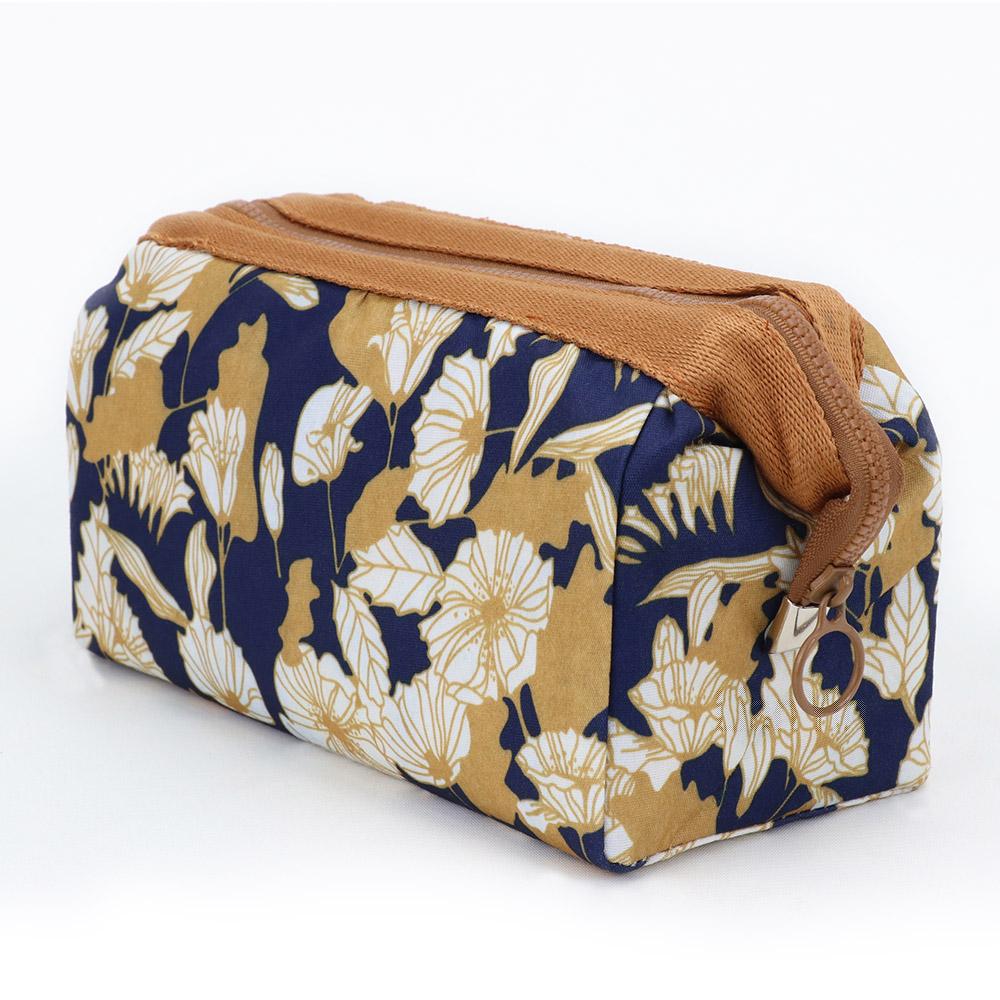 旅遊首選 印花鐵架大容量化妝包 收納袋 旅行包 隨身包 洗漱包(卡其花叢)