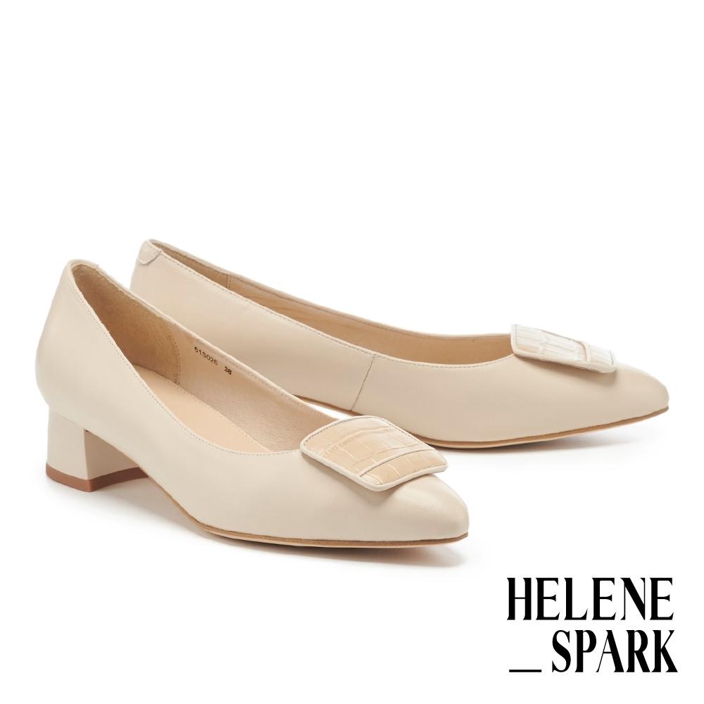 低跟鞋  HELENE SPARK 簡約質感鱷魚紋方釦尖頭低跟鞋-米