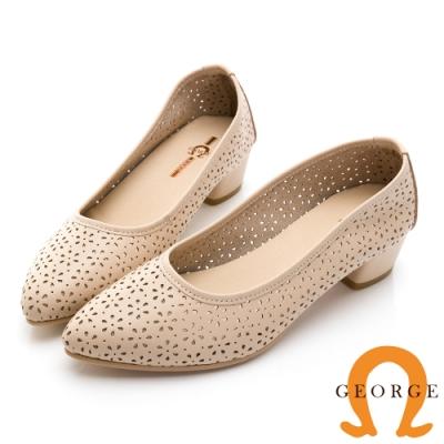 GEORGE 喬治皮鞋優雅純色小花沖孔尖頭真皮低跟鞋-米白