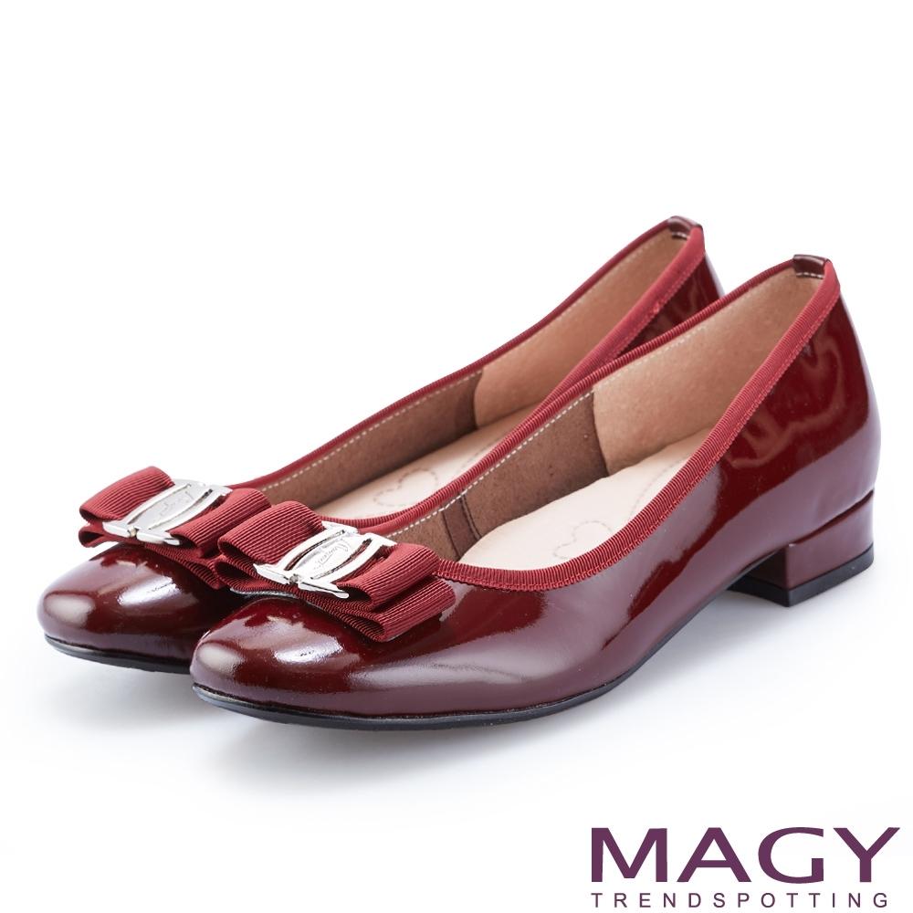 MAGY 品牌經典熱賣款 LOGO飾釦蝴蝶結牛皮低跟鞋-酒紅