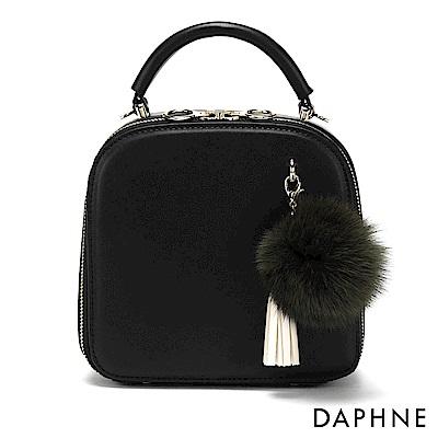 達芙妮DAPHNE-澎澎毛球流蘇復古小方包-黑