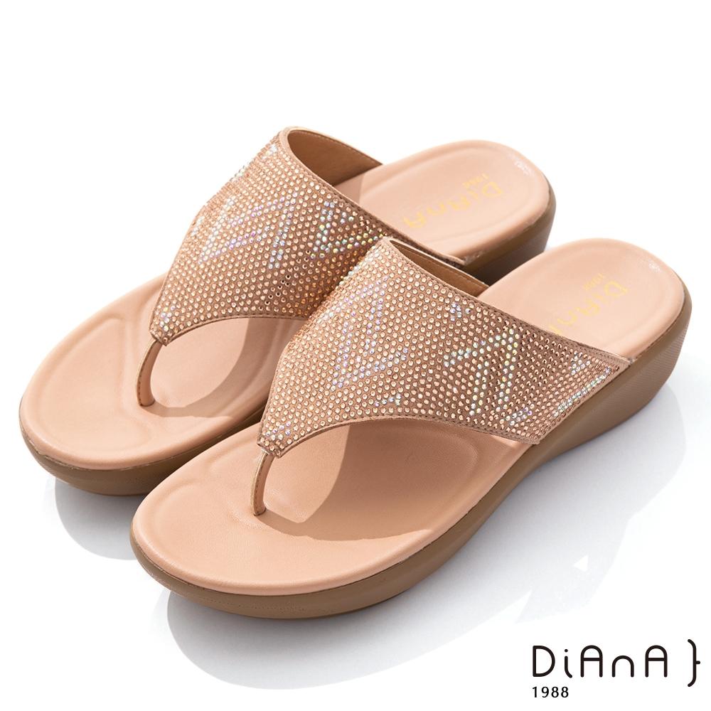 DIANA 4.5cm 閃耀水鑽幾何圖形寬板夾腳涼拖鞋-浪漫夏日-杏