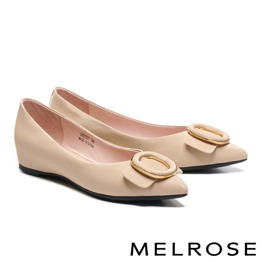 低跟鞋 MELROSE 俐落質感金屬圓釦造型全真皮內增高尖頭低跟鞋-米