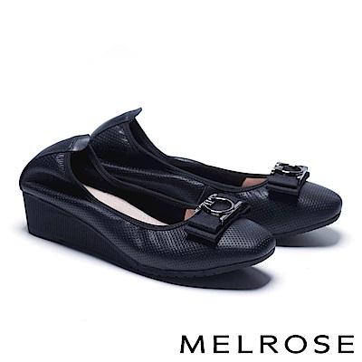 低跟鞋 MELROSE 舒適時尚質感織帶飾釦沖孔牛皮楔型低跟鞋-黑