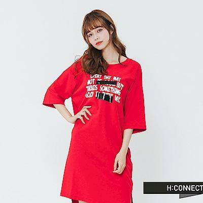 H:CONNECT 韓國品牌 女裝-特色印字休閒落肩洋裝-紅