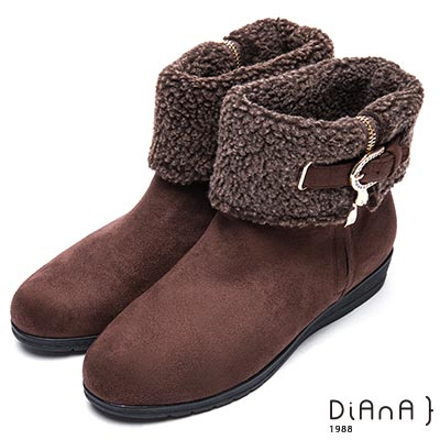 DIANA 俏麗有型--翻領羔羊毛皮帶鑽飾羊絨厚底短靴-咖
