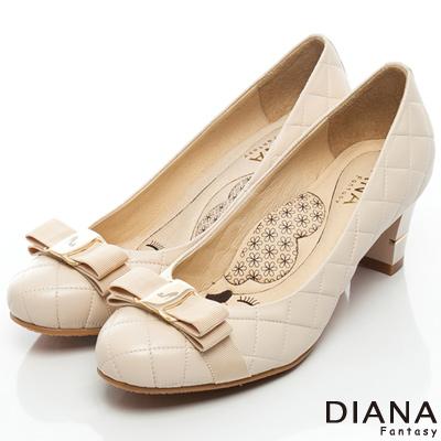DIANA 超厚切LADY款--雷射飾釦綿羊皮跟鞋-米