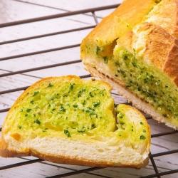 查理布朗-湯普斯大蒜麵包