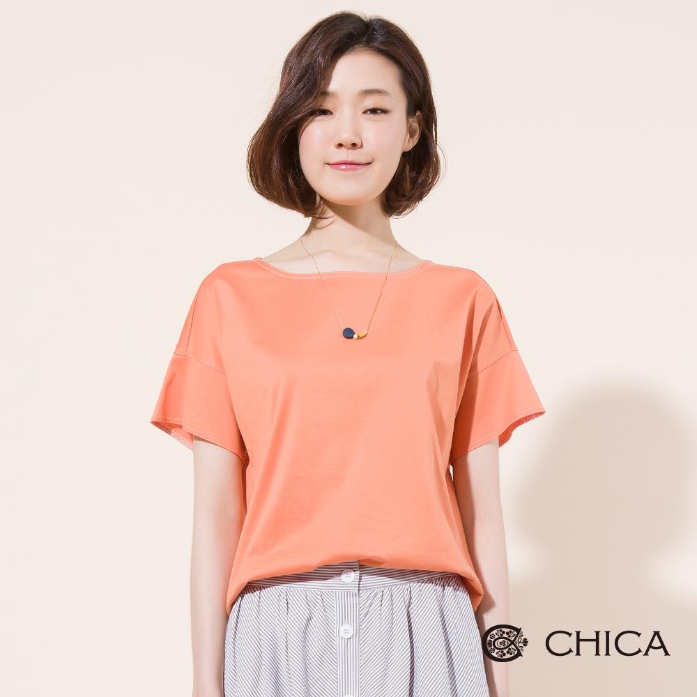 CHICA 簡約活力船型領純色落肩上衣(2色)