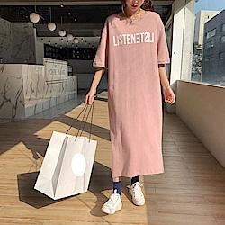 出清La Belleza圓領LISTENET英文字後開叉長版棉質洋裝
