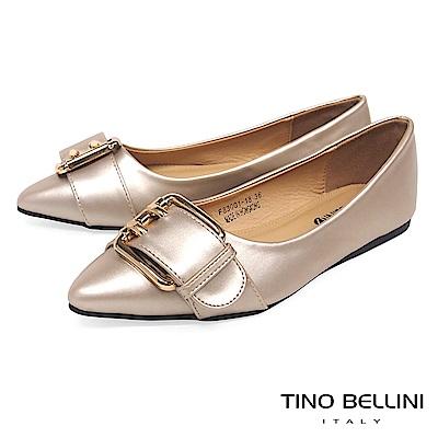 Tino Bellini 雙孔皮帶飾釦尖頭娃娃鞋_ 香檳金