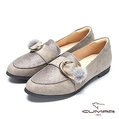 CUMAR率性柔美-異材質拼接毛球飾釦樂福平底鞋