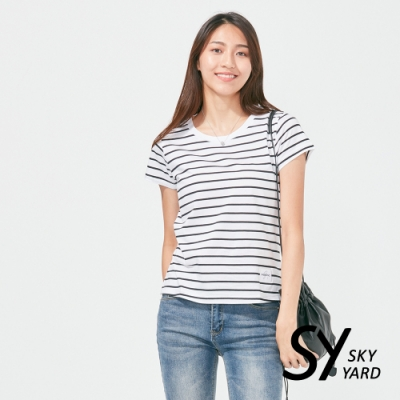 【SKY YARD 天空花園】圓領貼標細條紋上衣-白色