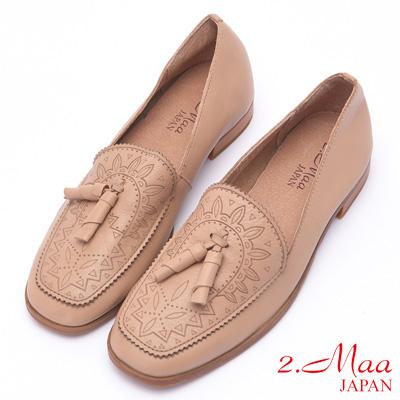 2.Maa 復古圖騰流蘇牛皮低跟包鞋 - 米