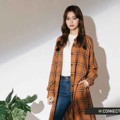 H:CONNECT 韓國品牌 女裝-排扣綁帶長版格紋襯衫-棕