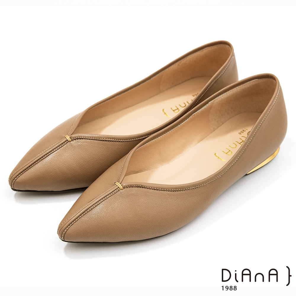 DIANA 2公分超羊皮甜美金屬v字鞋口尖頭跟鞋-漫步雲端焦糖美人款-奶茶