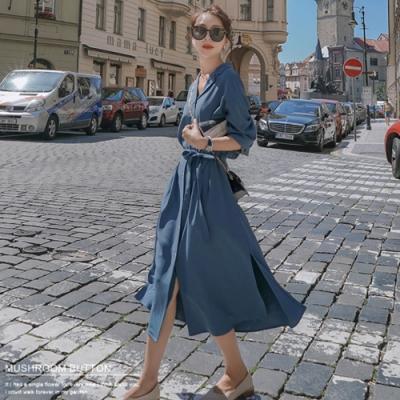 La Belleza素面雙翻領排釦附腰帶側開叉連身洋裝