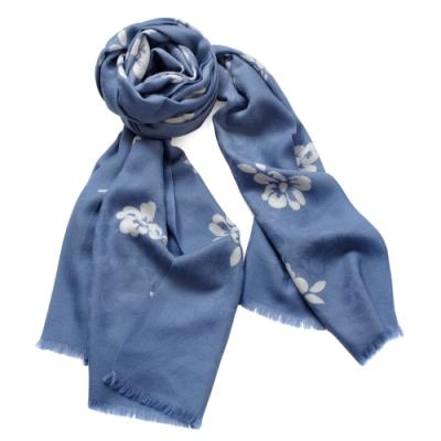 COACH淺藍C Logo白色花印羊毛長版圍巾(213x63cm)