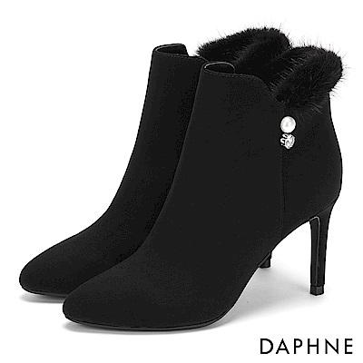 達芙妮DAPHNE 短靴-優雅毛毛佐珍珠水鑽細跟短靴-黑