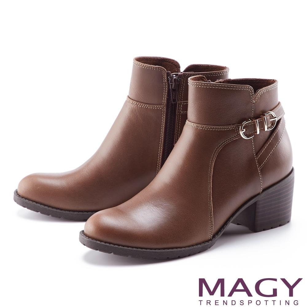 MAGY 交叉繫帶釦真皮粗跟 女 短靴 咖啡