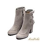 LisaVicky巴黎麂皮圓鉚釘帶子粗高跟靴-豆沙色