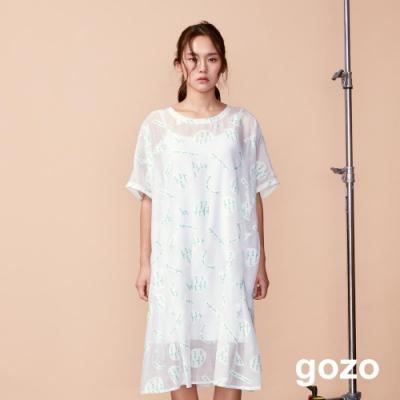 gozo 草寫字母幾何印花透膚二件式洋裝(白色)